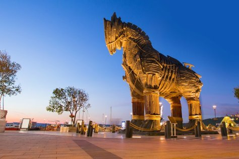 turkey-istanbul-day-trips-canakkale-trojan-horse-monument